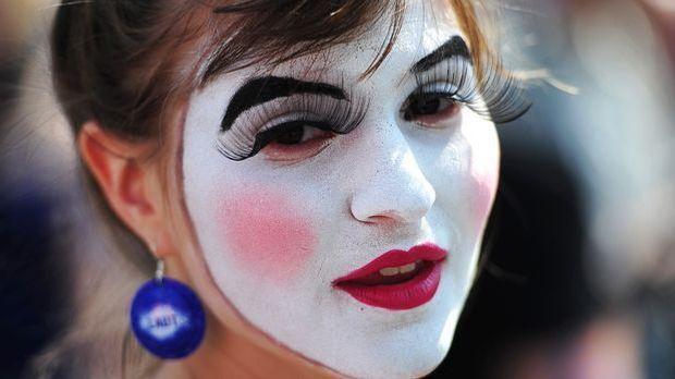 Zum Karneval ist Faschingsschminke unverzichtbar.