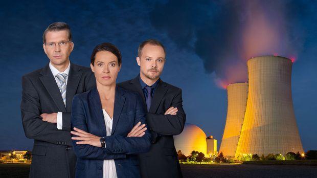 Die AKW-Sicherheitschefin Katja Wernecke (Ulrike Folkerts, M.) und der Kommun...