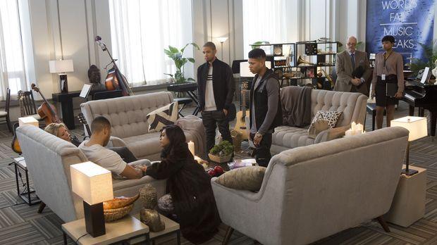 Nach Andres (Trai Byers, 2.v.l.) Zusammenbruch kommt die ganze Familie zusamm...