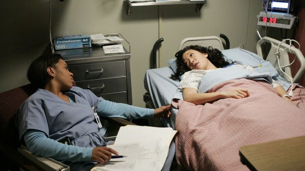Bailey (Chandra Wilson, l.) erweist sich nach Cristinas (Sandra Oh, r.) Zusam...