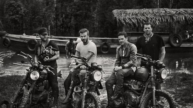 Gemeinsam mit David Beckham (2.v.l.) machen sich (v.l.n.r.) Fotograf Anthony...