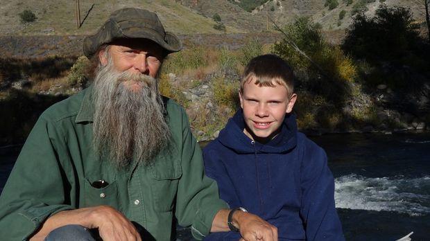 Eines Tages soll auch Dwayne Halls (l.) Enkel Justin Oversole Edelstein-Suche...