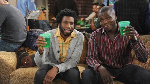 Geben eine St. Patrick's Day Party: Carl (Reno Wilson, r.) und Samuel (Nyambi...