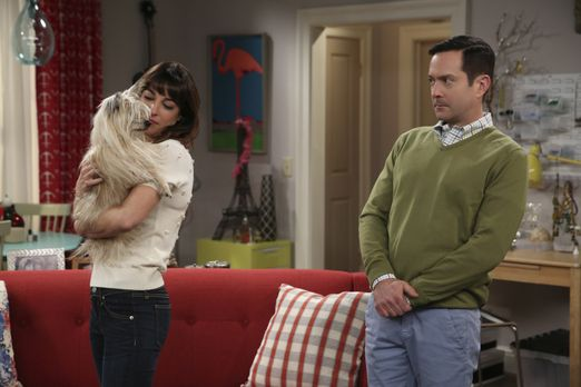 Odd Couple - Felix (Thomas Lennon, r.) hat schreckliche Angst vor Hunden und...