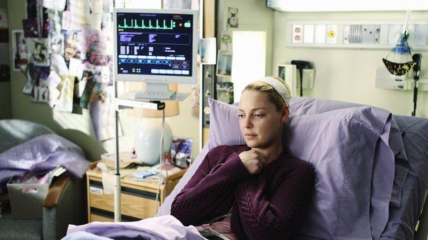 Mitten in ihren kräftezehrenden Behandlungen widmet sich Izzie (Katherine Hei...