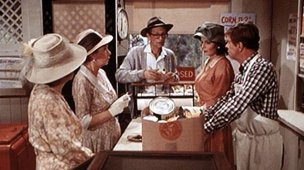 Miss Emily (Mary Jackson, 2.v.l.) und Miss Mamie (Helen Kleeb, l.) wollen ein...