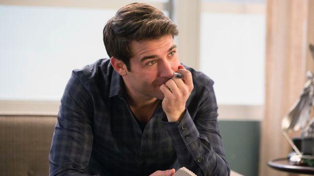 Um einen neuen Kunden zu gewinnen, wird Zach (James Wolk) dazu verdonnert, be...