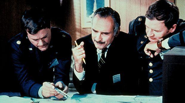 Tony (Larry Hagman, l.) und Roger (Bill Daily, r.) tüfteln aus, wie das neue...