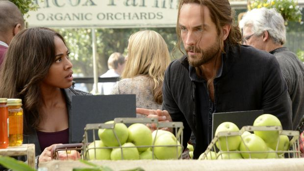 Selbst auf dem Markt muss Abbie (Nicole Beharie, l.) Ichabod (Tom Mison, r.)...
