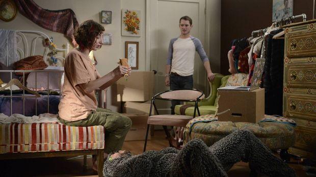 Während Wilfred (Jason Gann, M.) ganz begeistert ist von Anne (Kristen Schaal...