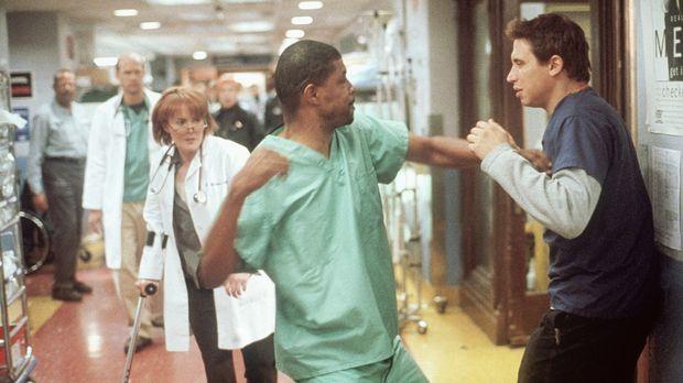 Benton (Eriq LaSalle, M.) gehen die Nerven durch. Malucci (Erik Palladino, r....