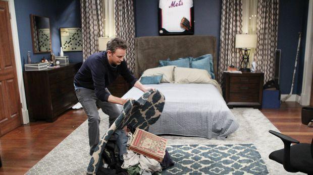 Für sein Date mit Felix' Ärztin, Sharon, räumt Oscar (Matthew Perry) sein Sch...