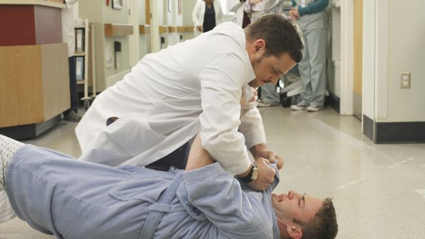 Alex (Justin Chambers, oben) bekommt unerwarteten Besuch von Aaron (Jack McLa...