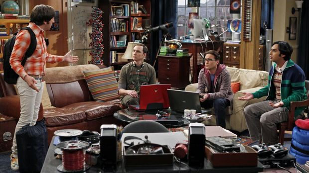 Planen einen Männerabend: Sheldon (Jim Parsons, 2.v.l.), Raj (Kunal Nayyar, r...