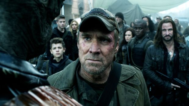 Weaver (Will Patton) wird sich, genauso wie die anderen Menschen, keinem unte...