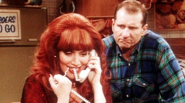 Al (Ed O'Neill, r.) ist misstrauisch, weil Peggy (Katey Sagal, l.) ihren neue...