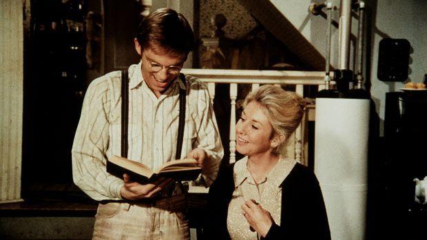 Olivia (Michael Learned, r.) lässt sich von der Begeisterung ihres Sohnes (Ri...
