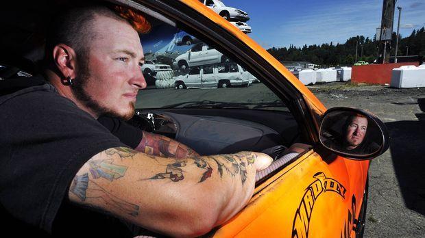 Für die Show in Monroe organisiert Dr. Danger besonders begabte Stuntfahrer w...