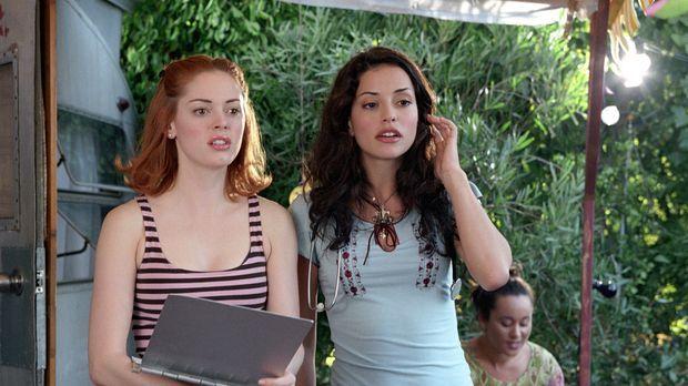 Wird Paige (Rose McGowan, l.) Lydias Nichte Eva (Emmanuelle Vaugier, r.), ein...