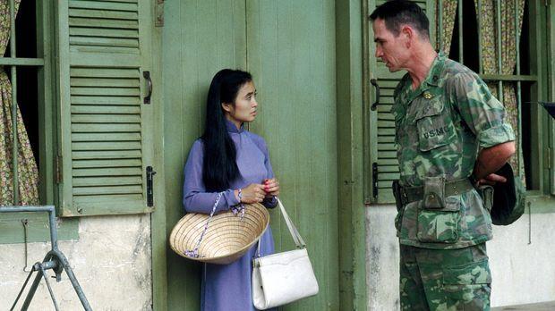 Als Verräterin gebrandmarkt, schlägt sich Le Ly (Hiep Thi Le, l.) in Vietnam...