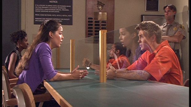 Carla (Nicole Tratini, l.) beschwört ihren Freund Ray (Chad Murray, r.), der...