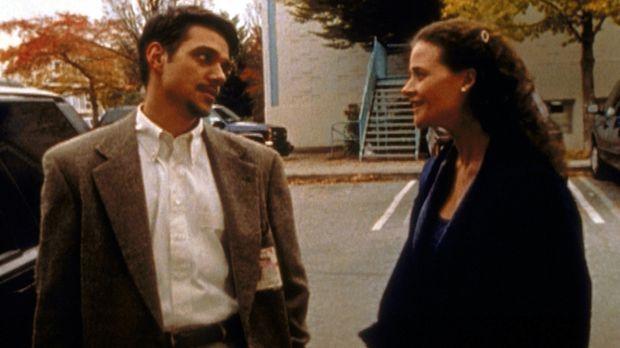 Neal (Ralph Macchio, l.) ist zutiefst von Janice (Susannah Hoffman, r.) enttä...