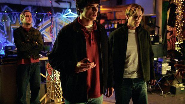 Clark (Tom Welling, l.) entdeckt, dass auch Whitney (Eric Johnson, r.) plötzl...