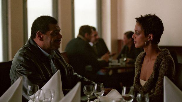 Annabel Sievers (Dennenesch Zoudé, r.) trifft nach 30 Jahren im Restaurant au...