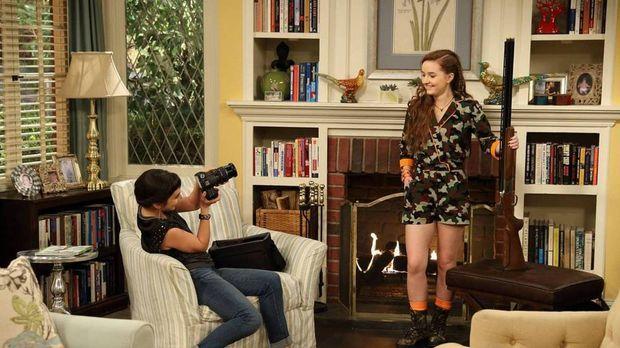 Eve (Kaitlyn Dever, r.) genießt es, für ihre Schwester Mandy (Molly Ephraim,...