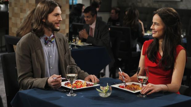 Two and a Half Men - Haben Walden (Ashton Kutcher, l.) und Zoey (Sophie Winkl...