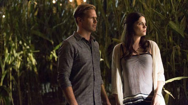Als Alaric (Matthew Davis, l.) dem Rat von Elena folgt und bei der Party im M...