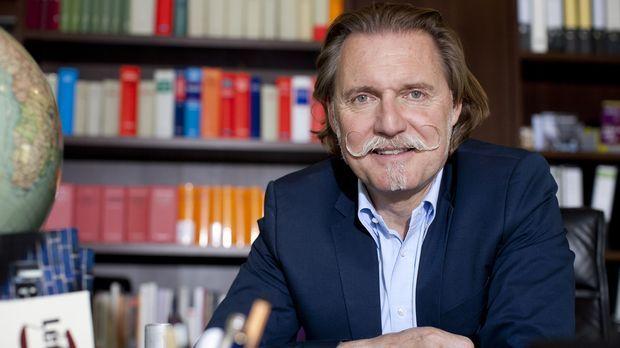 Juristische Lebensberatung vom Profi: Anwalt Ingo Lenßen steht den TV-Zuschau...