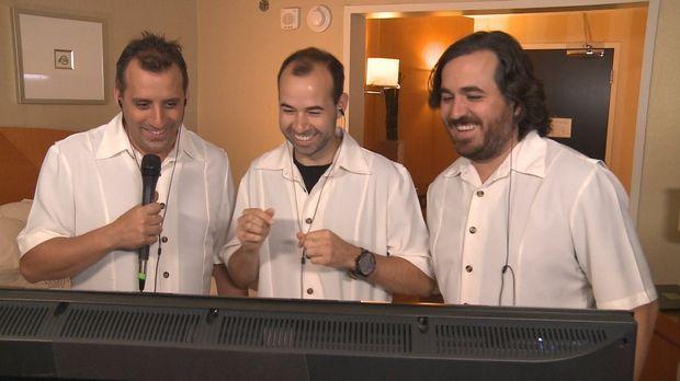 Während sich Sal als Hotelpage zum Affen macht, freuen sich (v.l.n.r.) Joe, J...