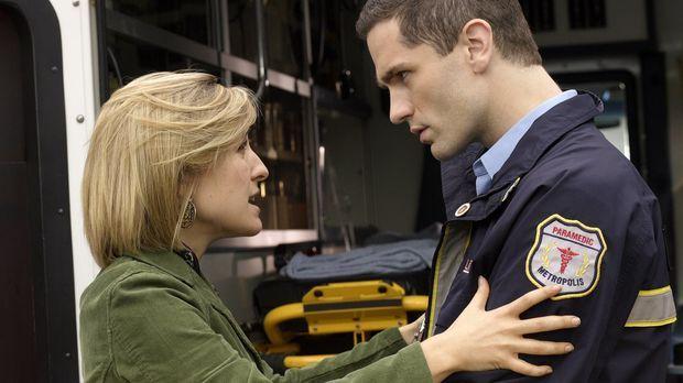 Warum werden Chloes (Allison Mack, l.) Erinnerungen, bis auf die an Davis (Sa...
