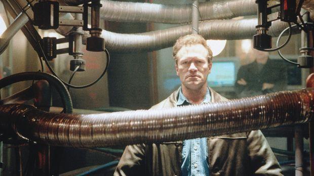 Um eine Epidemie verhindern zu können, wird Beckett (Michael Rooker) mit eine...