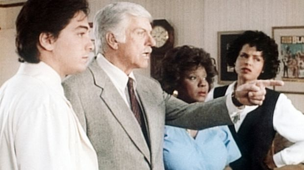 (v.l.n.r.) Jack (Scott Baio), Mark (Dick Van Dyke), Delores (Delores Hall) un...