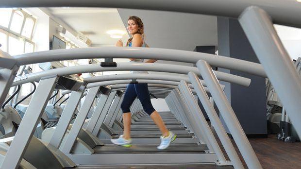 Laufband Frau joggen_dpa