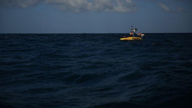 Das Überleben auf freier See wird für den Fischer Aaron und den Viehtreiber C...