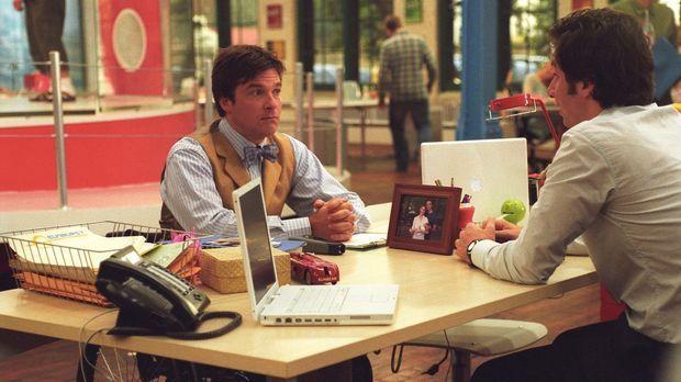 Noch ahnt Tom (Zach Braff, r.) nicht, dass sein neuer Kollege Chip (Jason Bat...