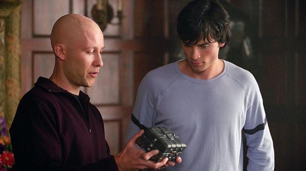 Was verbirgt Lex (Michael Rosenbaum, l.) in der kleinen geheimnisvollen Kiste...