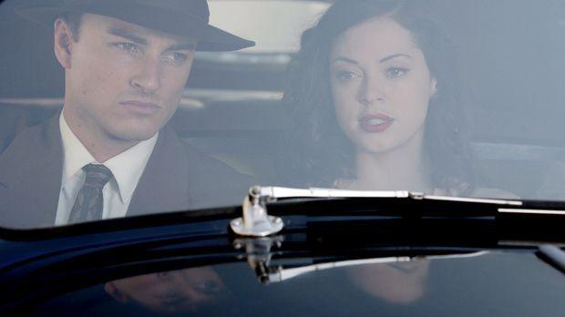 Als FBI Agent Brody (Kerr Smith, l.) und Paige (Rose McGowan, r.) einen Fall...