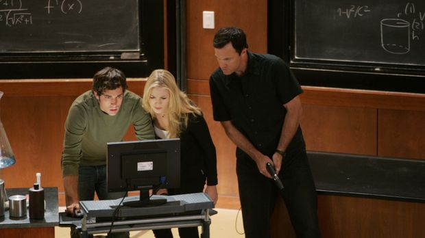 Chuck (Zachary Levi, l.), Sarah (Yvonne Strahovski, M.) und John (Adam Baldwi...