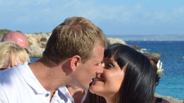 Die Hochzeit ist für Noel und Jemma der Anfang einer wunderbaren Ehe, da darf...