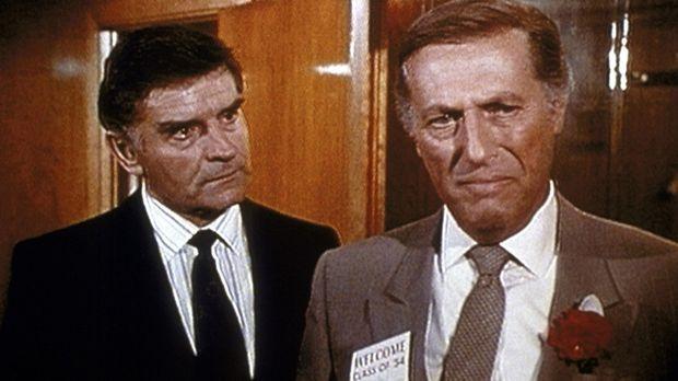 Peter Bergstrom (Don Stewart, l.) teilt seinem Freund und Klienten Steele (Ll...
