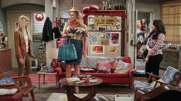 Als Caroline (Beth Behrs, l.) herausfindet, dass Max (Kat Dennings, r.) probl...