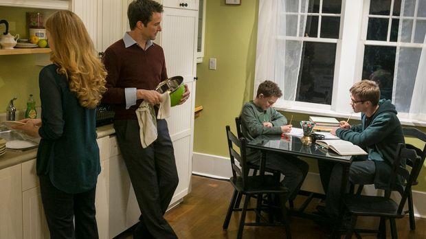 Der ganz normale Alltag für Rebecca (Jennifer Ferrin, l.), Tom (Noah Wyle, 2....