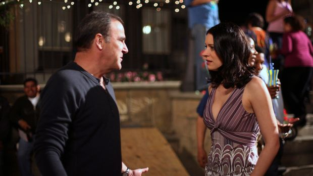 Emily Prentiss (Paget Brewster, r.) und Jason Gideon (Mandy Patinkin, l.) ver...