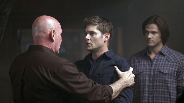 Als Dean (Jensen Ackles, M.) plötzlich Sam (Jared Padalecki, r.) wiedertrifft...