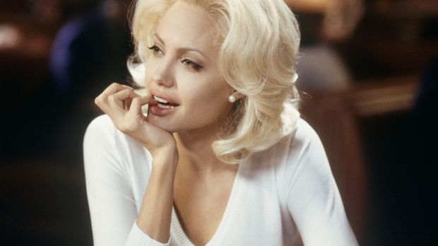 Die platinblonde ehrgeizige Moderatorin Lanie Kerrigan (Angelina Jolie) setzt...