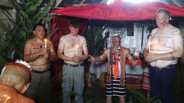 Tamme Hanken - Zeremonie In Ecuador - Riesenfriesen Bei Den Kleinen Indios